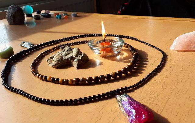 Stone necklace circle